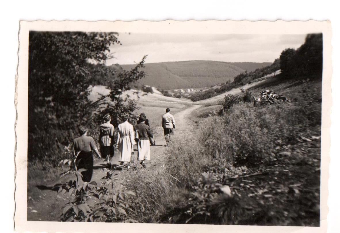 Der Weg ins Dorf ca. 1957